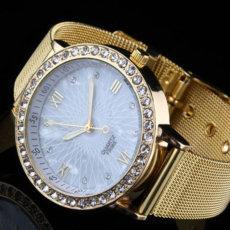 Madingas auksaspalvis moteriškas laikrodis puoštas kalnų krištolu