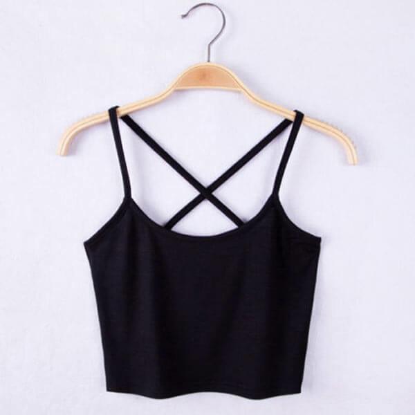 Seksualūs trumpi juodi moteriški marškinėliai sukryžiuotomis petnešėlėmis