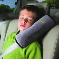 Vaikiška, kelioninė automobilio saugos diržų pagalvėlė – paminkštinimas.